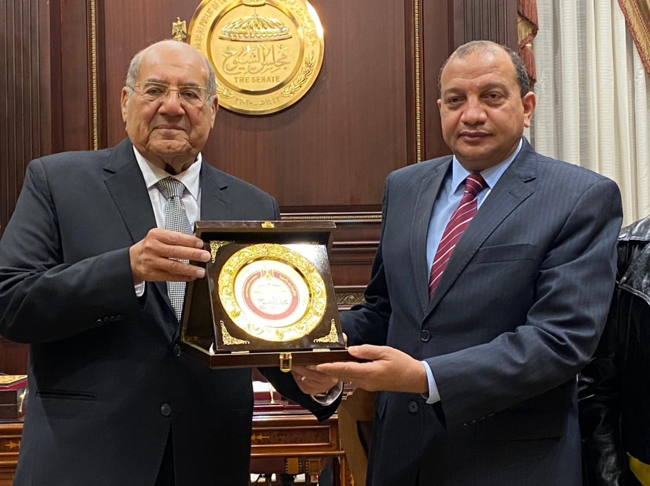 لتقديم التهنئة.. رئيس الشيوخ يستقبل رئيس جامعة بني سويف