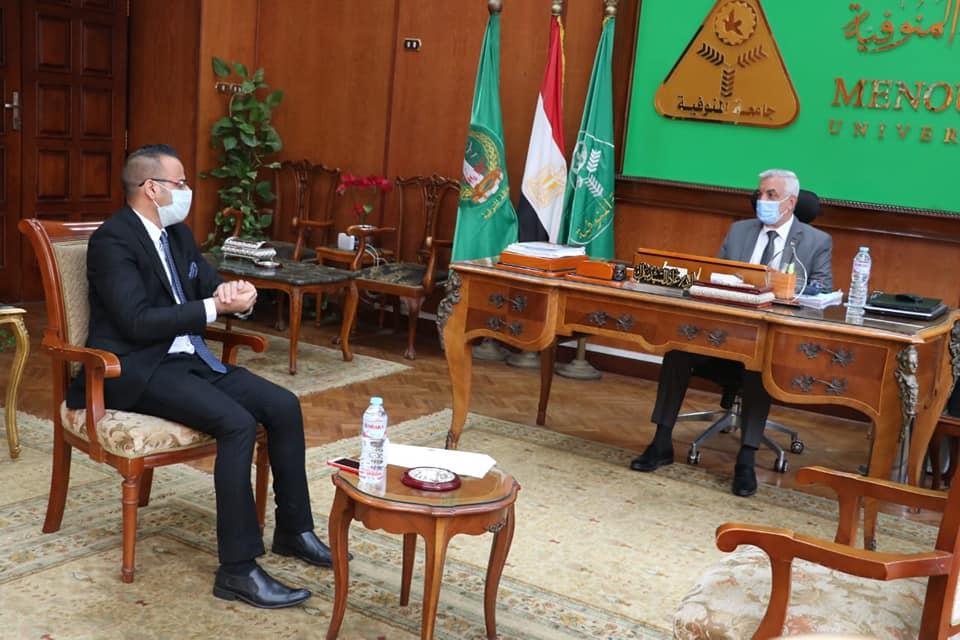 رئيس جامعة المنوفية يلتقى بمسئول الطلاب الوافدين من العراق