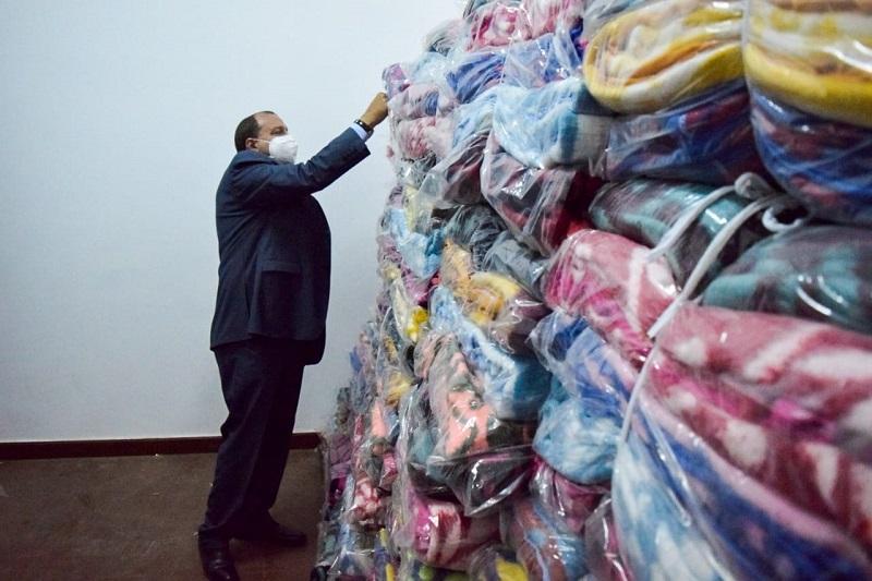 رئيس جامعة بني سويف: توزيع 1200 بطانية على عمال الجامعة ومشروع النظافة بالمحافظة
