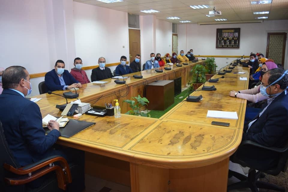 جامعة سوهاج تناقش تجهيزات الحملة التسويقية للمنتجات التراثية والحرفية بالمحافظة