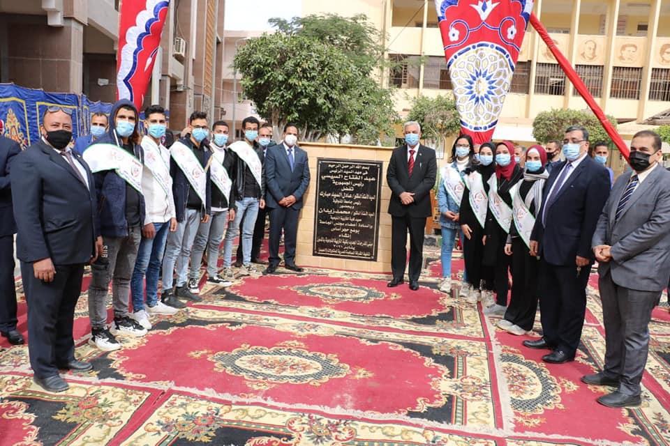 رئيس جامعة المنوفية يضع حجر أساس مبنى المدرجات الجديد بالتربية النوعية بأشمون