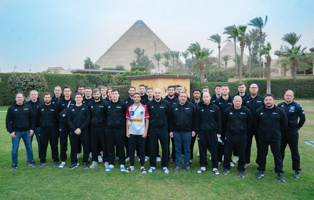 طالب بجامعة القاهرة مترجمًا للمنتخب النمساوي في بطولة كأس العالم لكرة اليد