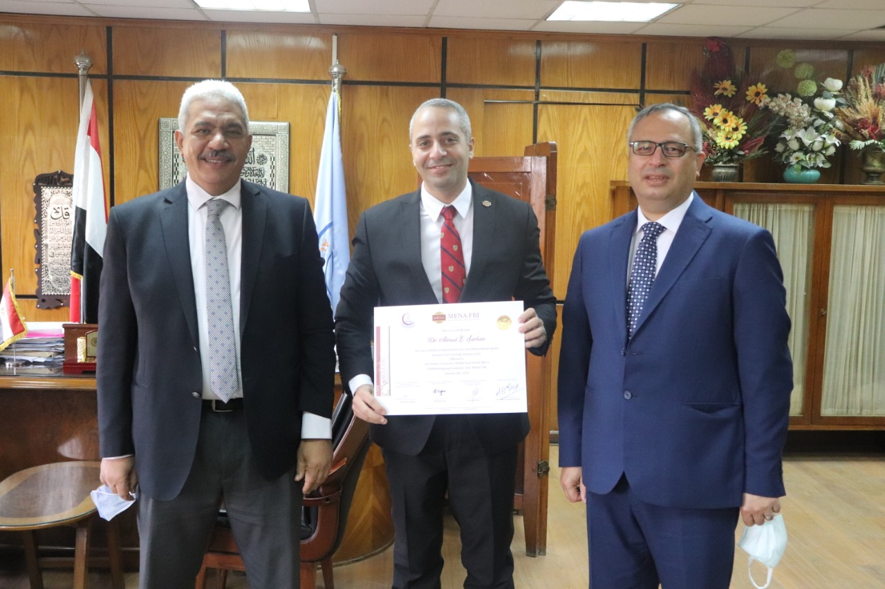 نائب رئيس جامعة الأزهر يهنئ سرحان باجتيازه زمالة التعليم الطبية الأمريكية (FAIMER)