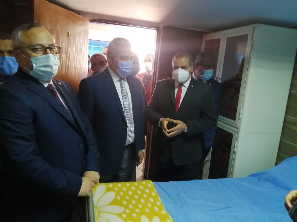 رئيس جامعة الأزهر يفتتح سكن الأطباء بمستشفى الحسين الجامعي بسعة 250 سريرًا