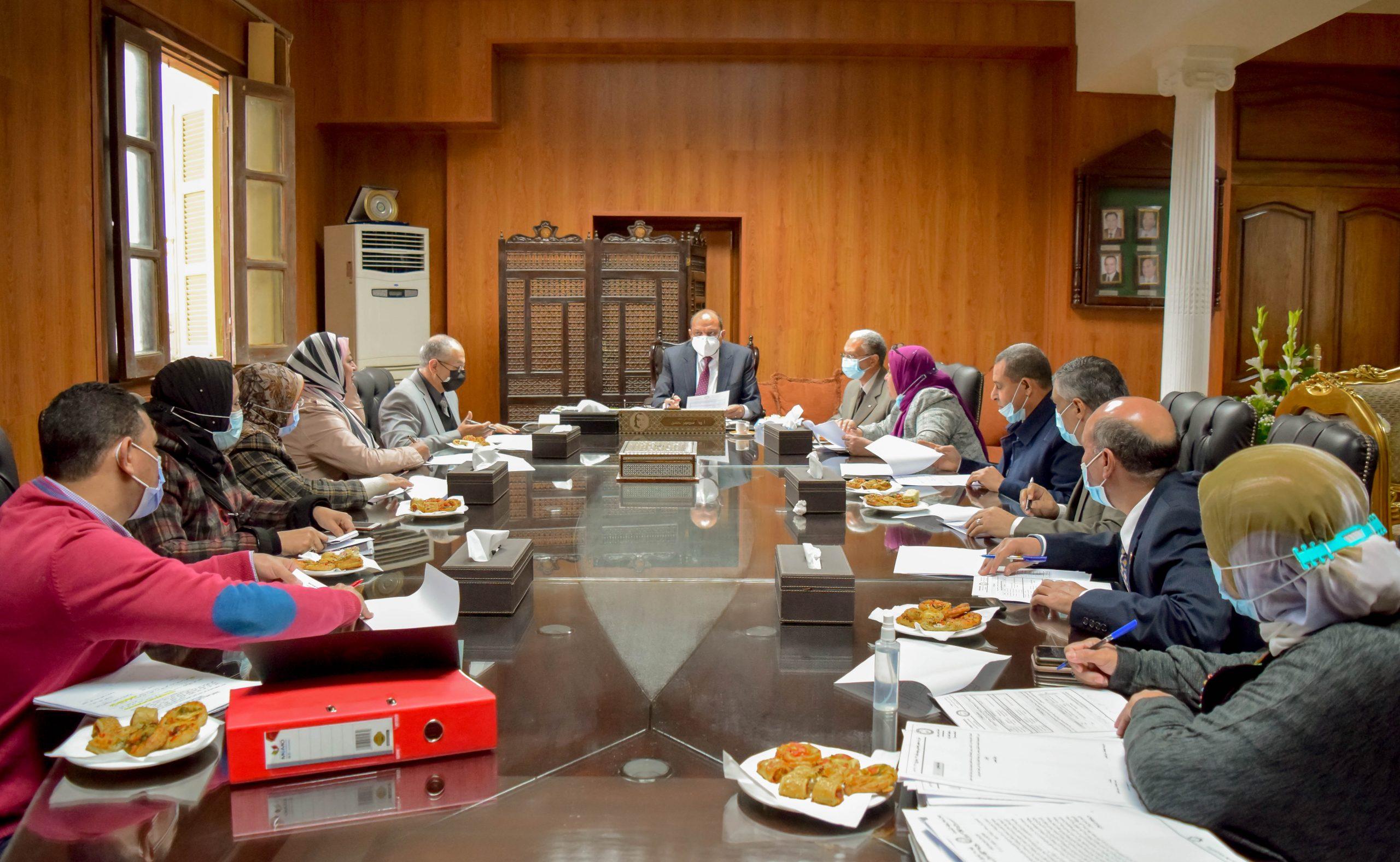 جامعة بني سويف: دعم العاملين بالجامعة لاستكمال دراستهم بالشعب والبرامج الجديدة