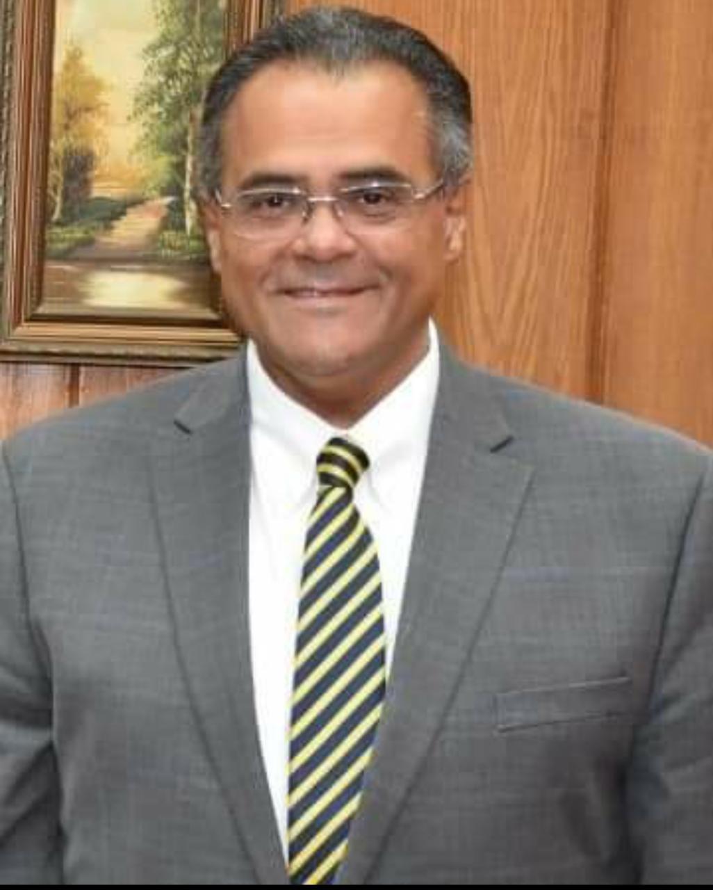 نائب رئيس جامعة عين شمس يشارك بالتدريس في الدورة العالمية لجراحة العمود الفقري