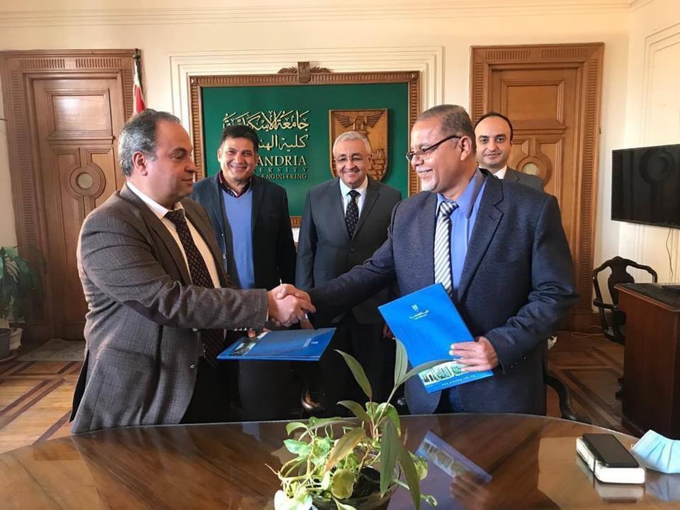 المركز الهندسى بجامعة الإسكندرية يوقع عقدًا للإشراف على مشروع تبطين الترع بالدلنجات|صور