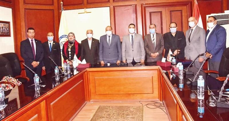 جامعة بني سويف: إعفاء كل طالب يقوم بمحو أمية 5 أفراد من المصروفات الدراسية