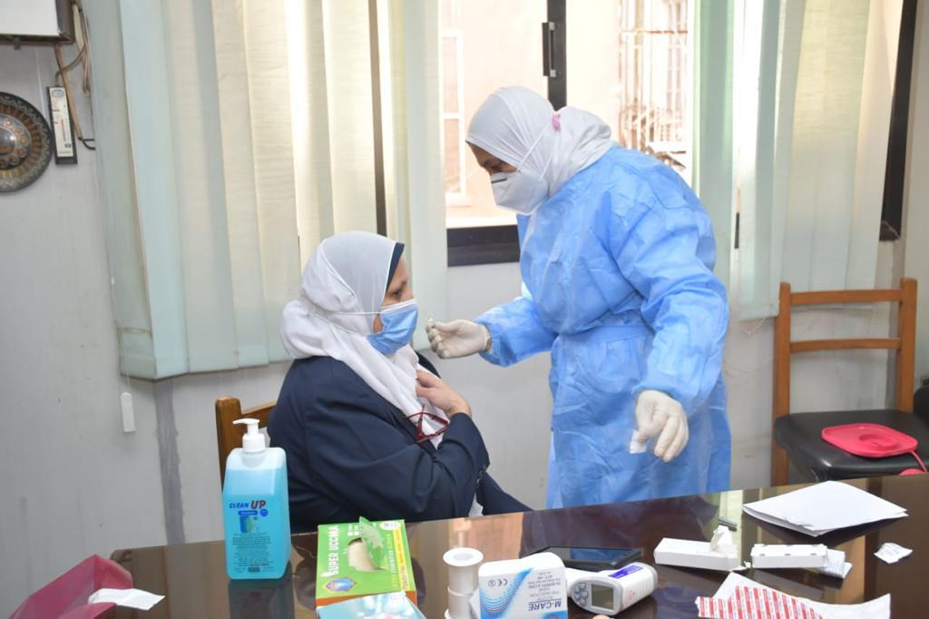 بدء تطعيم الأطقم الطبية والتمريض بمستشفيات جامعة القاهرة ضد فيروس كورونا