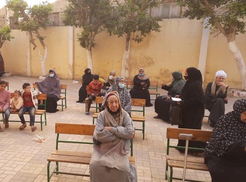 """مدارس الجيزة تفتح أبوابها لاستقبال المواطنين لصرف المعاشات """"صور"""""""