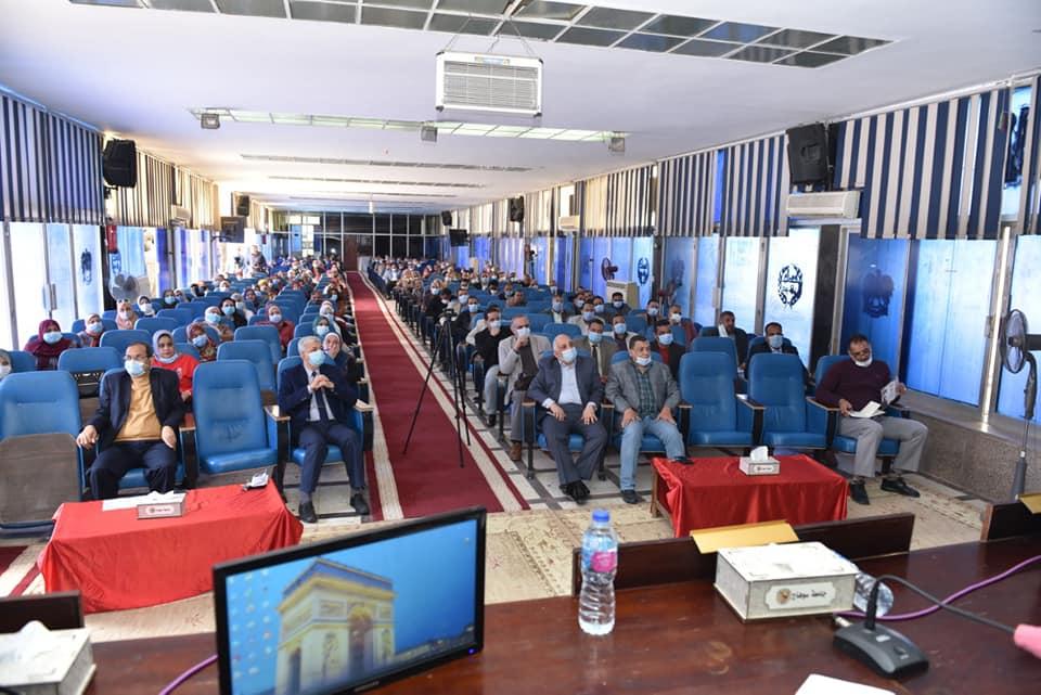 جامعة سوهاج تدشن جائزة «عزيز» للتميز المؤسسي والإبداع الإداري