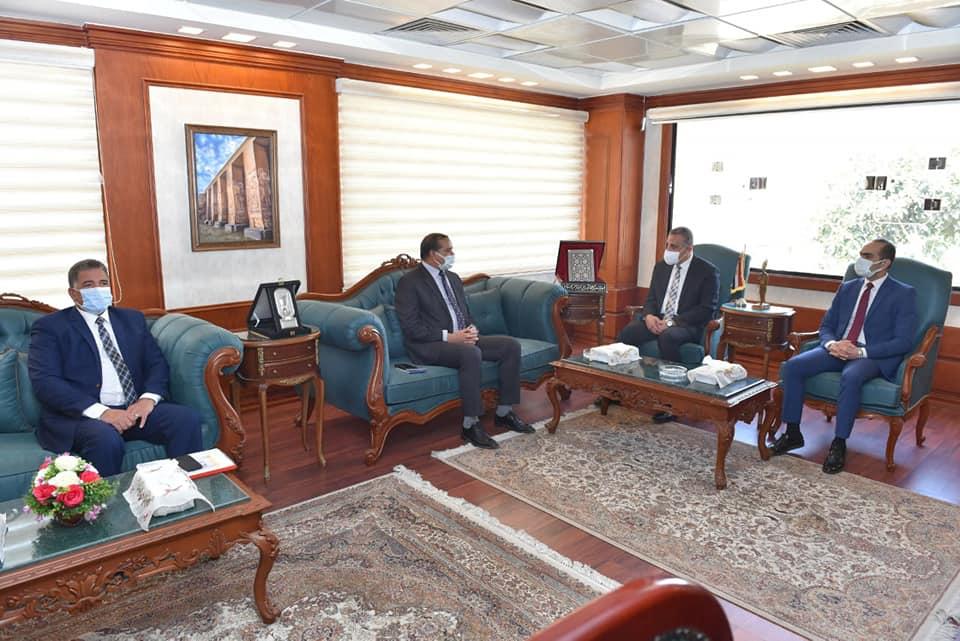 جامعة سوهاج تبحث سبل التعاون لتنفيذ مبادرة تطوير الريف المصري بمحافظة سوهاج