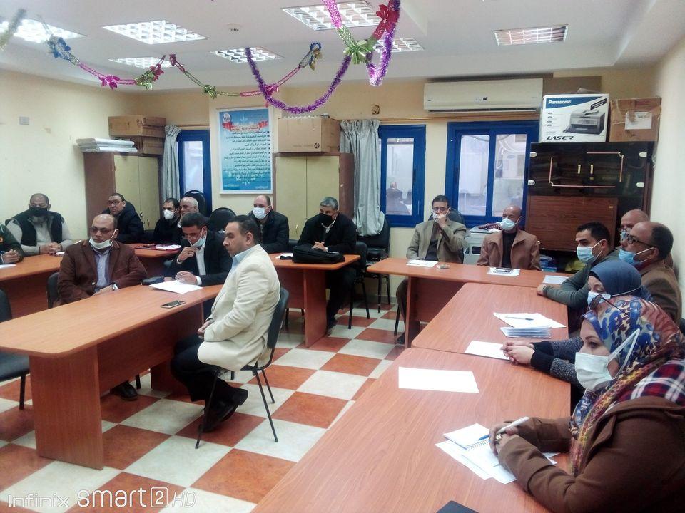 تعليم مطروح: 14 طالب داخل اللجنة وتعقيم مستمر وغرفة عمليات لمتابعة امتحانات منصف العام
