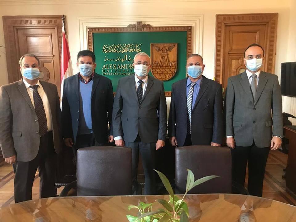 المركز الهندسى بجامعة الإسكندرية يوقع عقدًا للإشراف على مشروع تبطين الترع بالدلنجات