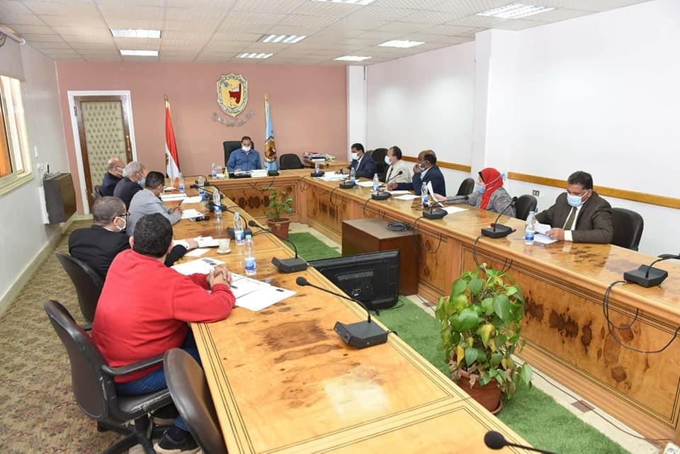 جامعة سوهاج تناقش إعداد لوائح لبرامج جامعتها الأهلية