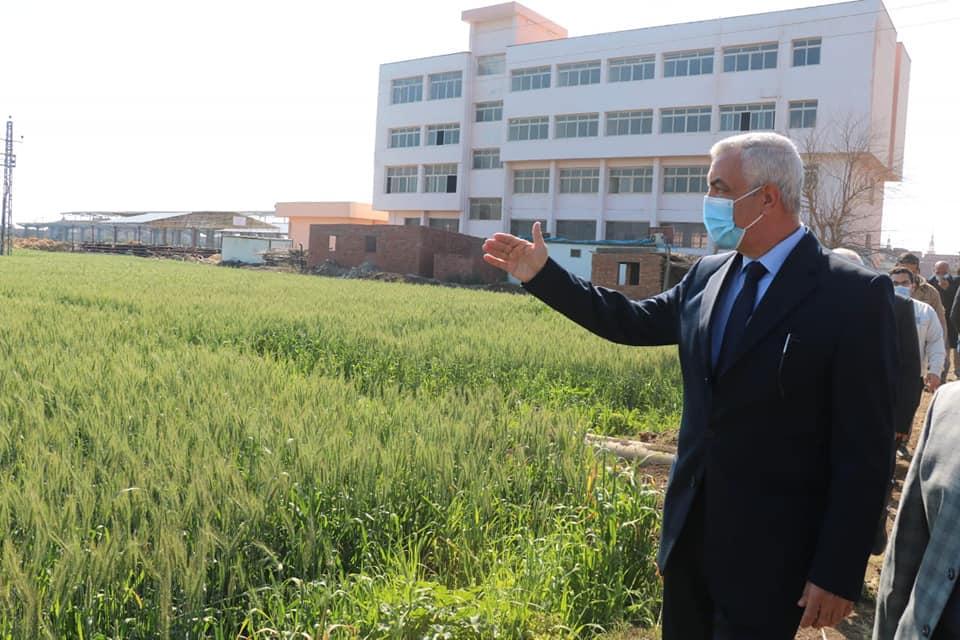 رئيس جامعة المنوفية يتفقد الوحدات الانتاجية والتجديدات بمزرعة الراهب