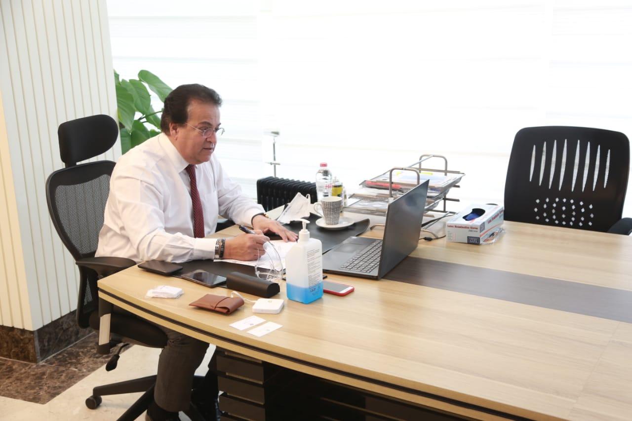 وزير التعليم العالي: توفير كافة المستلزمات الطبية بالمستشفيات الجامعية لمواجهة كورونا