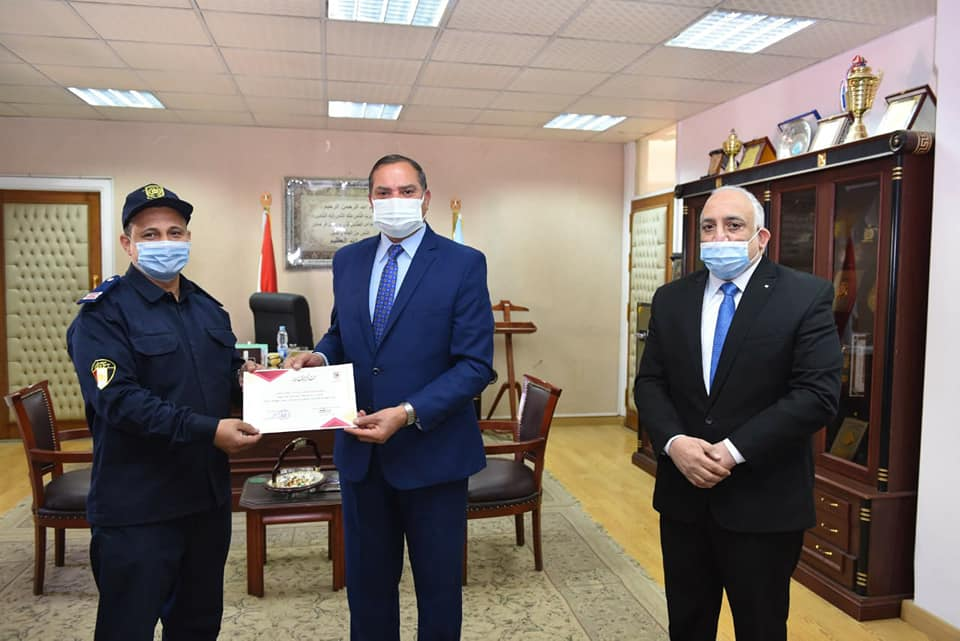 جامعة سوهاج تكرم الفريق التدريبي لدورات الحماية المدنية