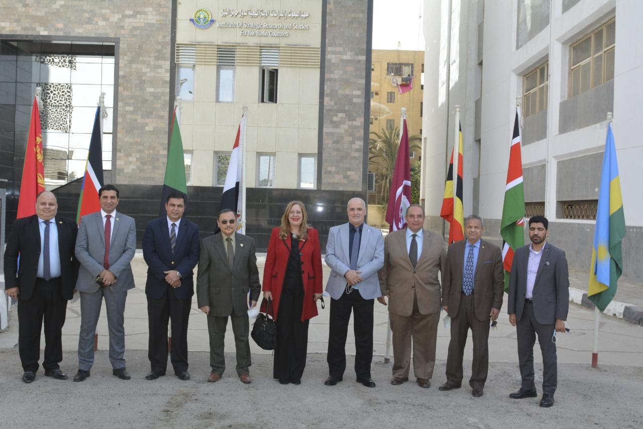 جامعة الفيوم تبحث سبل التعاون مع مجلسي الأعمال الأفريقي والكوميسا