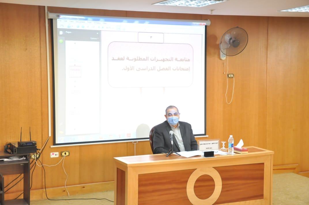 جامعة كفرالشيخ تناقش إجراءات وضوابط امتحانات الفصل الدراسي الأول