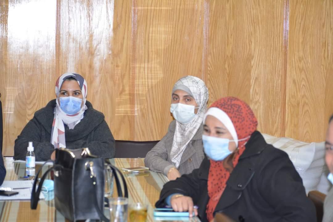 نائب رئيس جامعة الأزهر يجتمع مع ممثلي الشركة المصرية للأدوية