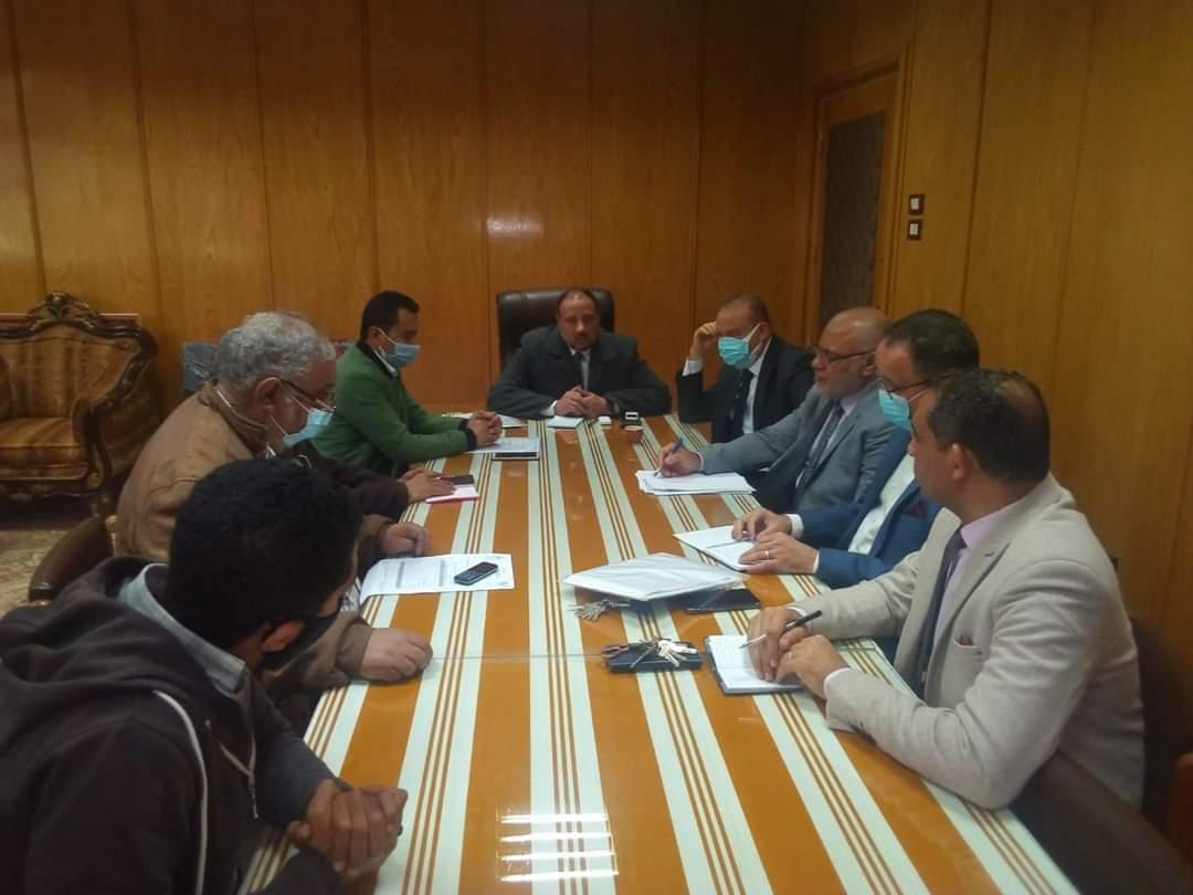 """نائب رئيس جامعة الأزهر يعقد اجتماعا مع ممثلي شركة """"المقاولون العرب وايجيكو"""""""