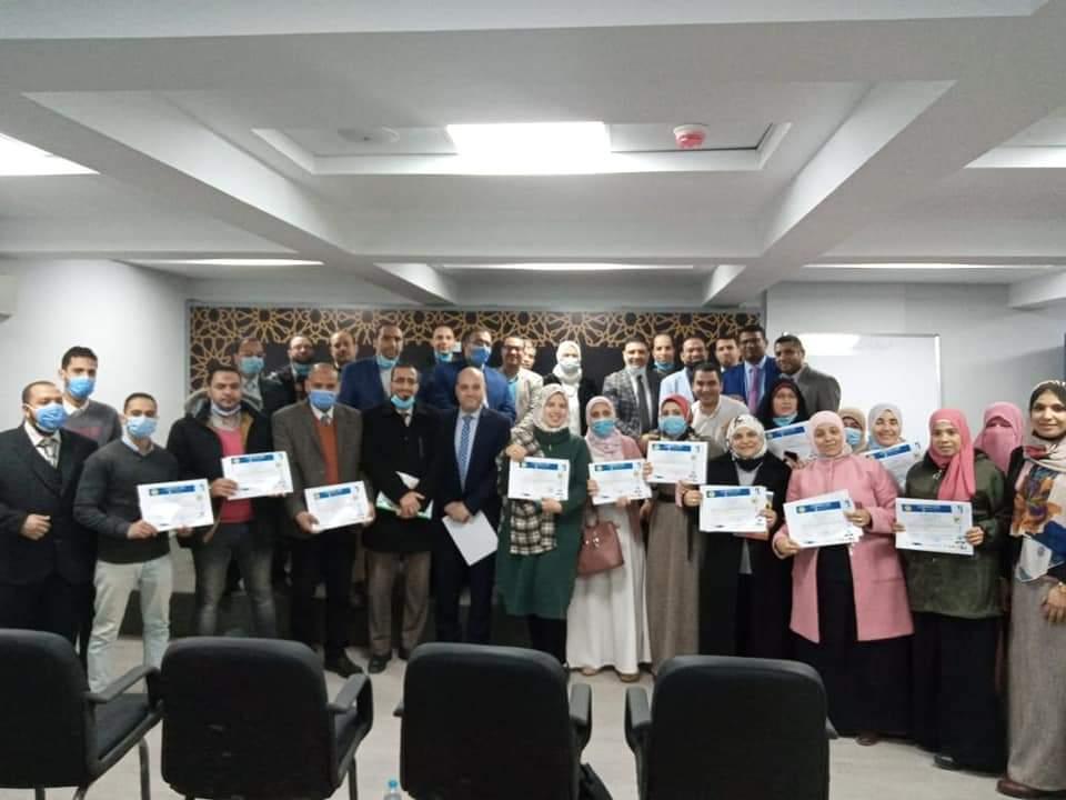 """رئيس تطوير الوافدين تكرم المعلمين المشاركين في برنامج"""" تدريس المعلمين للاجئين من الوافدين والمهاجرين"""""""