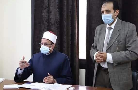 رئيس المعاهد الأزهرية يبحث استعدادات الامتحانات مع رؤساء الإدارات المركزية