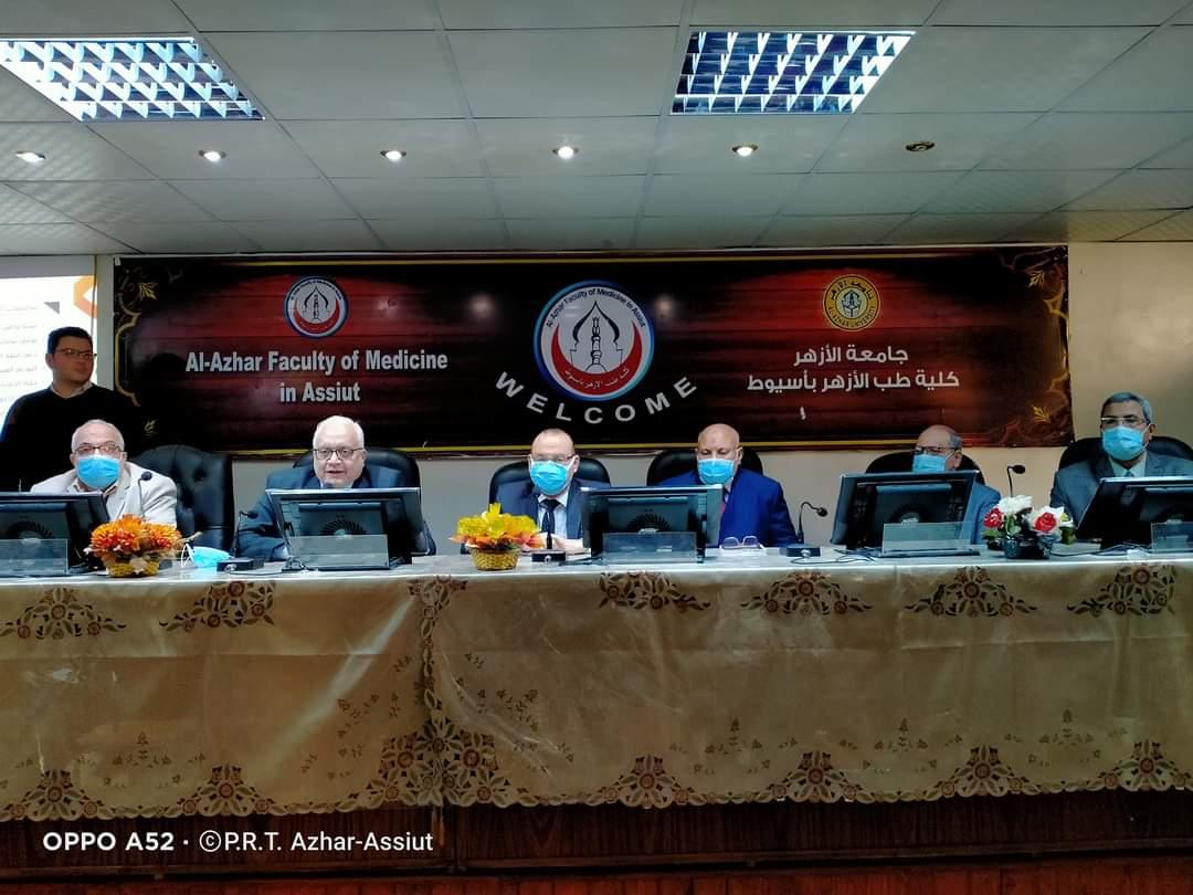 الأمين العام بجامعة الأزهر يفتتح الدورة التدريبية لأعمال الامتحانات الإلكترونية