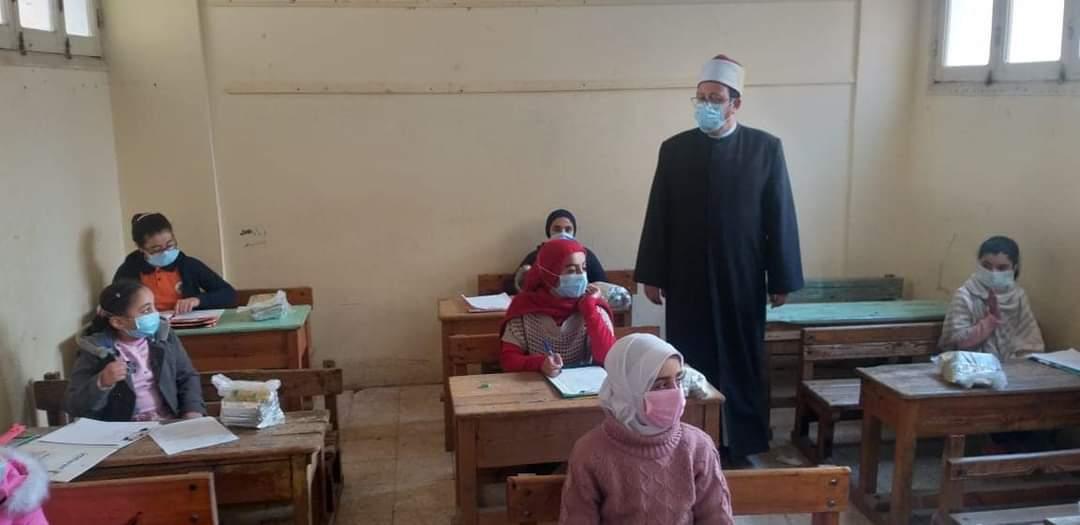 رئيس منطقة المنوفية الأزهرية يتفقد امتحانات الفصل الدراسي الأول
