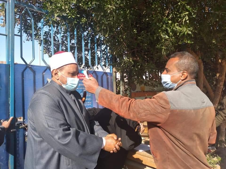رئيس منطقة البحر الأحمر الأزهرية يتفقد امتحانات الفصل الدراسي الأول