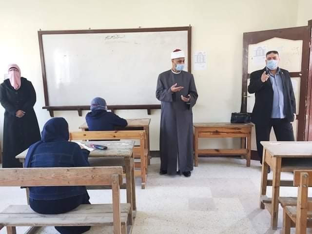 رئيس أزهر الإسكندرية يتفقد لجان الامتحانات لليوم الثاني