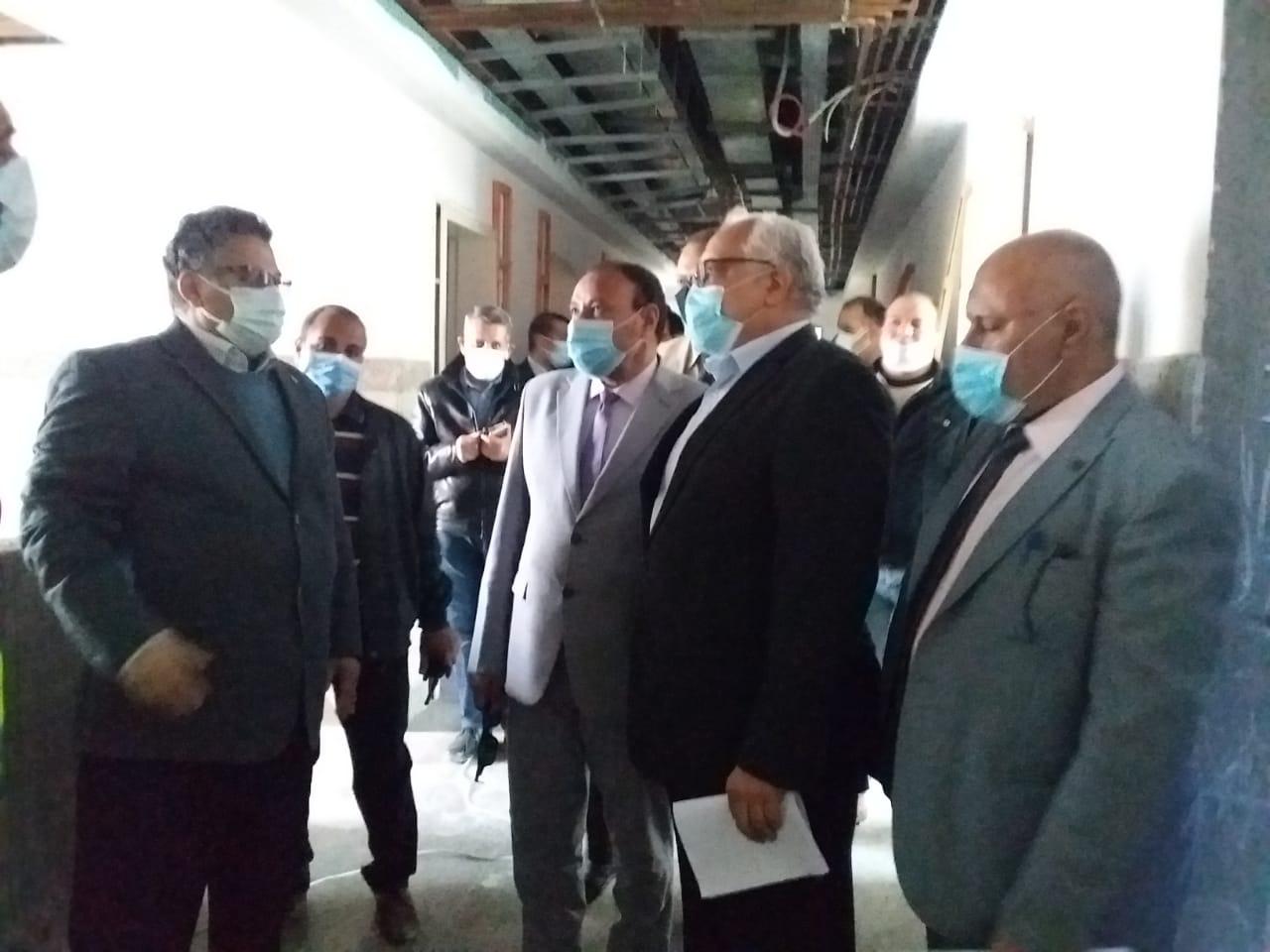 نائب رئيس جامعة الأزهر يتفقد أعمال الإنشاءات بمبنيي ٥ و٦ بالمستشفى الجامعي بأسيوط