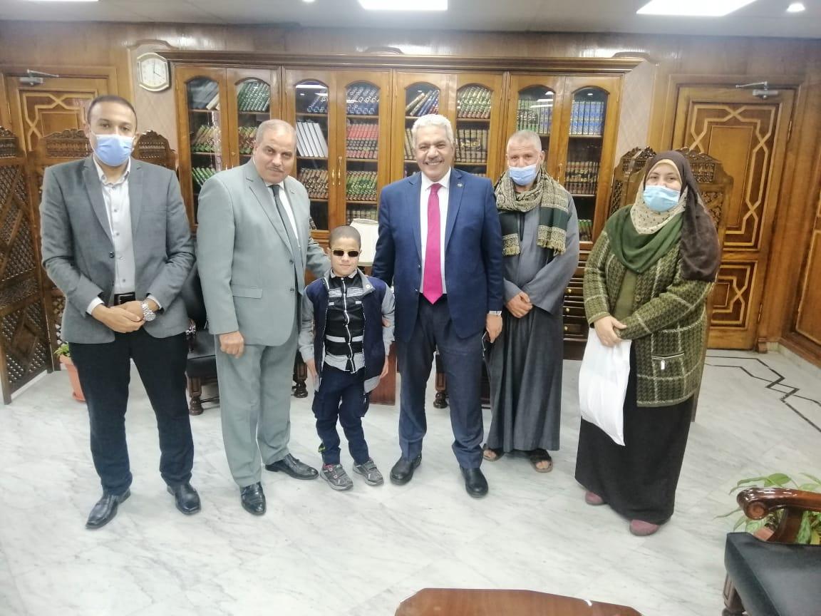 رئيس جامعة الأزهر يشيد بمستوى طالب أصول الدين القاهرة
