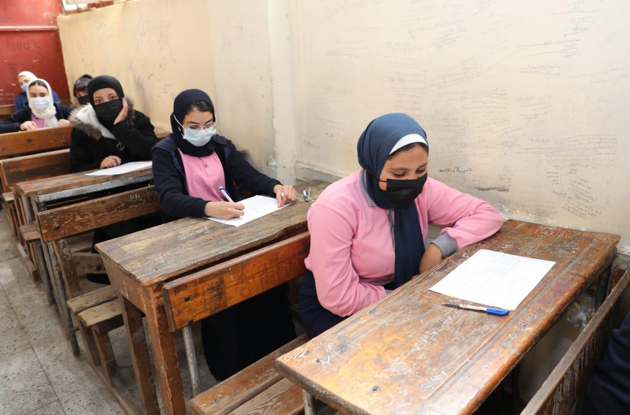 «التعليم» تنشر صور طلاب الثانوى الفني من داخل اللجان