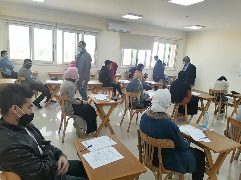 الرسوب عقوبة عدم ارتداء الكمامة في لجان الامتحانات