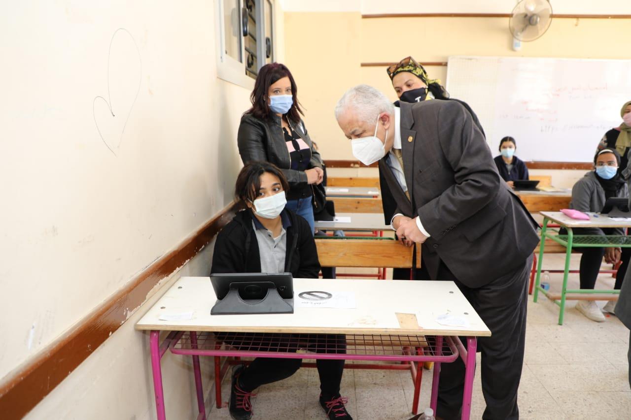 شاهد.. وزير التعليم يتفقد لجان الامتحانات في القاهرة
