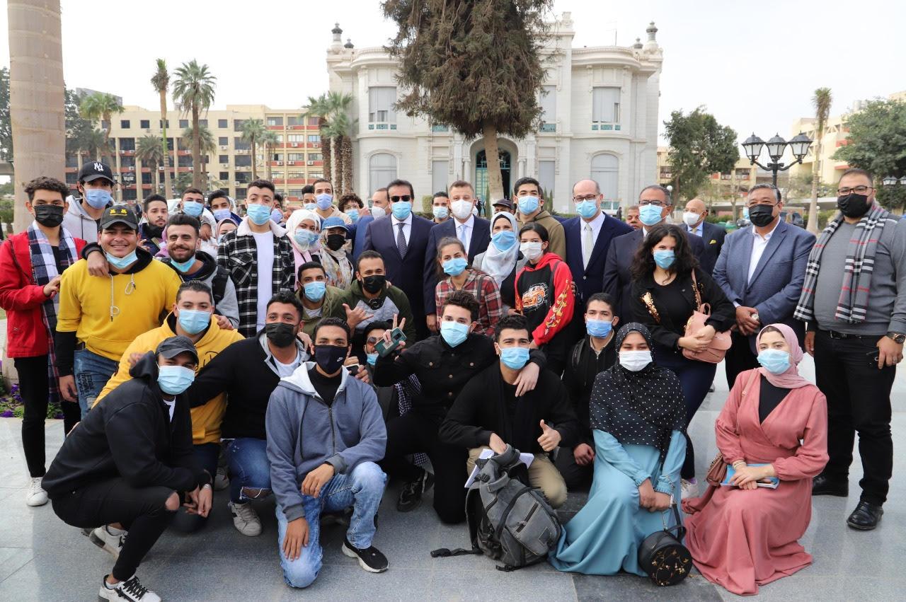 تفاصيل جولة وزير التعليم العالي بجامعة عين شمس فى اليوم الأول لاستئناف العام الجامعي