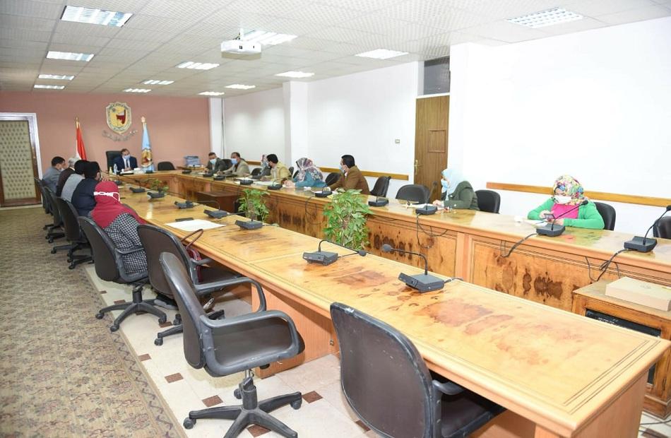 """""""المدن الجامعية بسوهاج"""" يناقش خطة تطوير الخدمات الطلابية"""