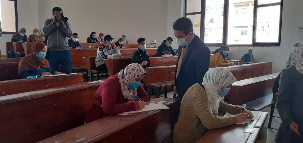 الجيزاوي يتفقد امتحانات كلية التربية ببنها