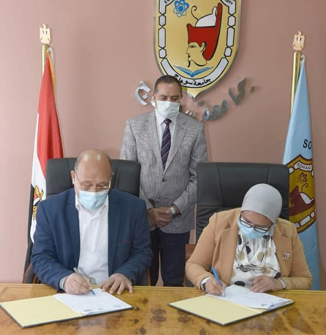 جامعة سوهاج توقع بروتوكول تعاون مع مديرية الصحة والسكان