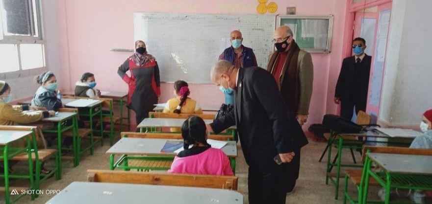 """مدير تعليم القليوبية يتفقد الامتحانات لإدارة كفر شكر """"صور"""""""