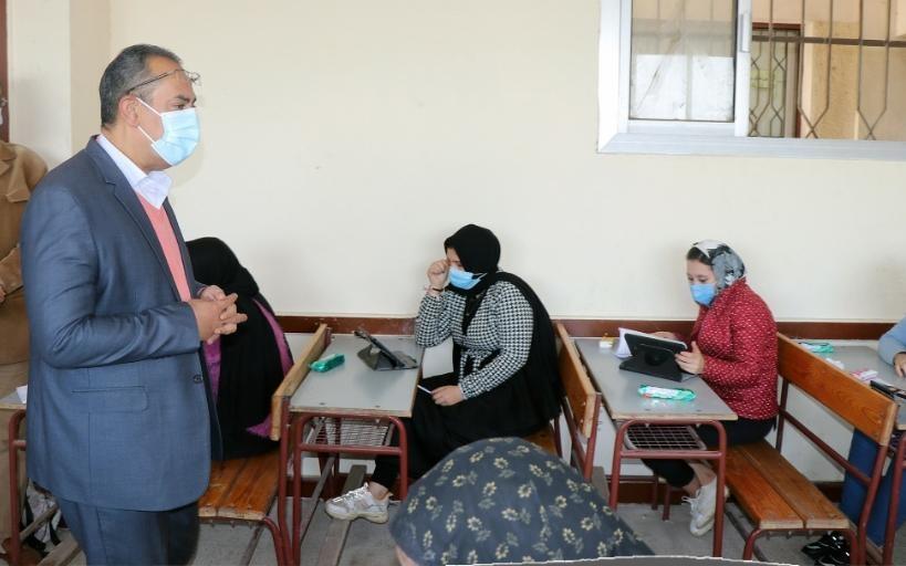 مدرس يطالب بتغيير طريقة امتحانات الأول والثاني الثانوي في الترم الثاني وشوقي يرد