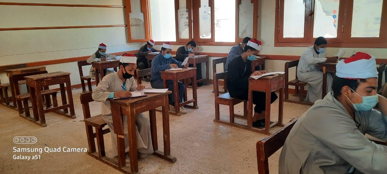 في يومها السابع: طلاب الثاني الإعدادي والأول الثانوي يؤدون امتحانات وسط متابعة من مستشاري قطاع المعاهد الأزهرية