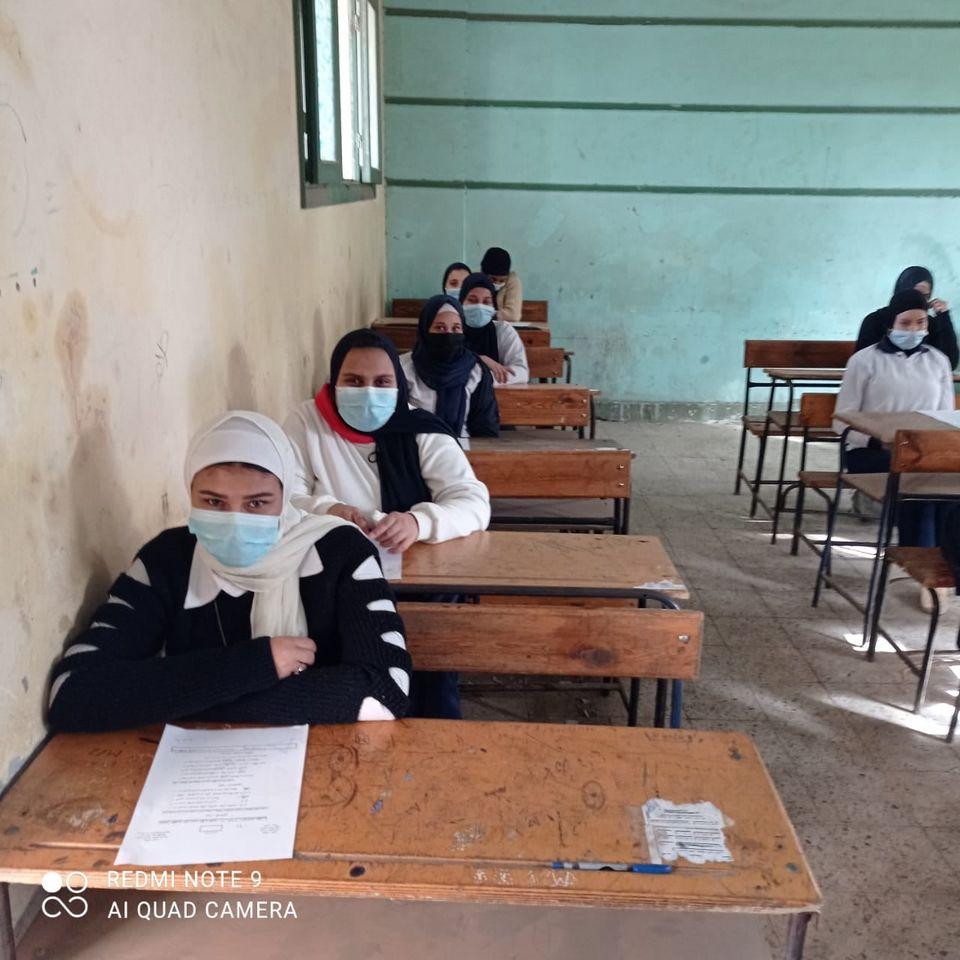 الامتحانات الورقية لبعض طلاب الثانوية تلاعب بمستقبل الطلاب أم حق لطلاب النظام القديم؟