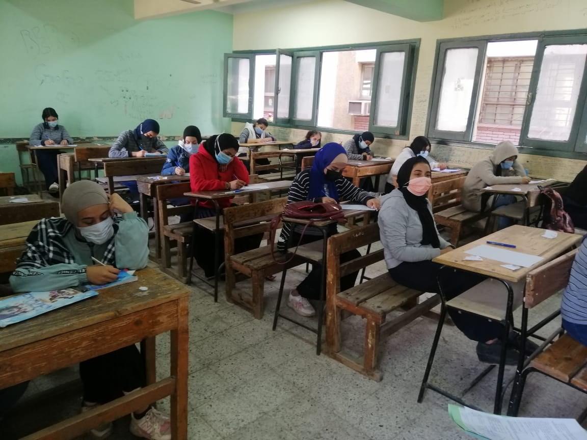 طارق شوقي علن المتوسطات القومية في امتحانات الترم الأول الإلكترونية للأول الثانوي