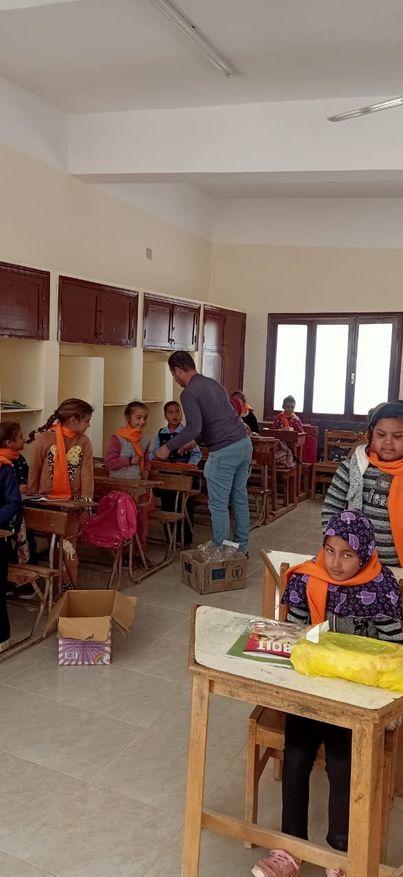 سلامة يشيد بمجهودات برنامج الغذاء العالمي في دعم المدارس المجتمعية بمطروح