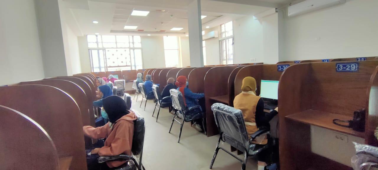 جامعة بنها : نجاح أول تجربة للامتحانات وتصحيحها إلكترونيا بمركز الاختبارات