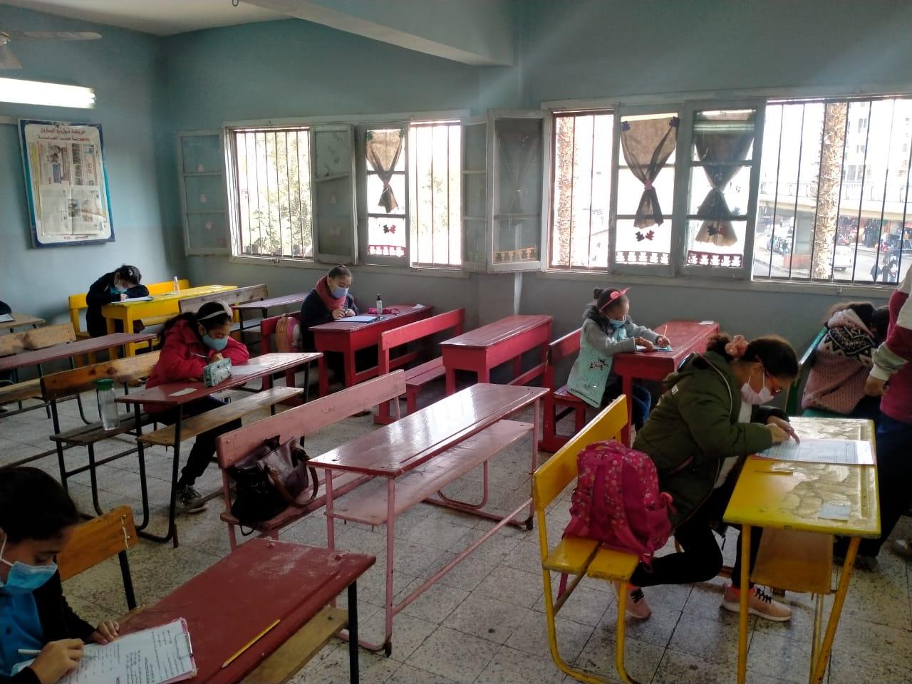 """""""تعليم الجيزة"""" توجه بتعقيم وتطهير المدارس يومياً"""