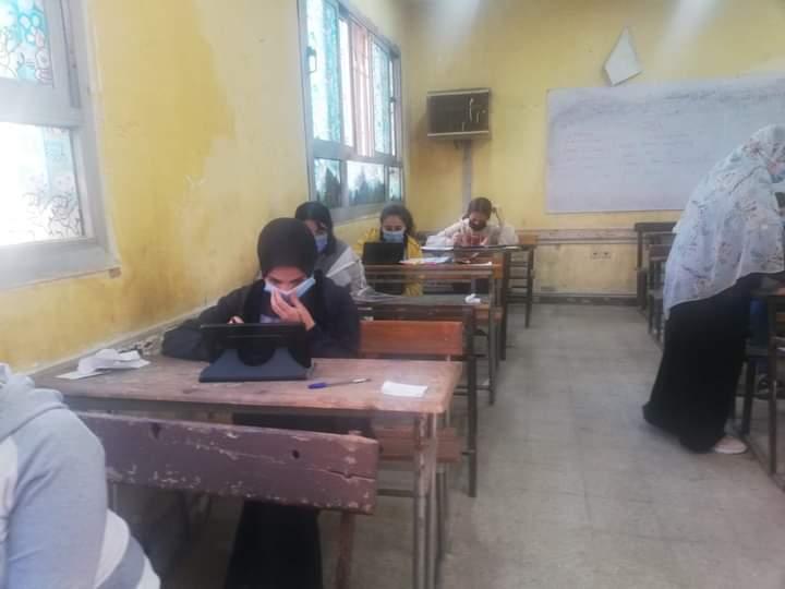 """""""أمهات مصر"""": طلاب أولي ثانوي حلوا امتحان الانجليزي في دقائق"""